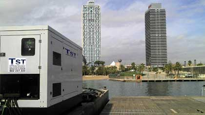 TST, en la presentación en Barcelona del primer velero del mundo de su clase con navegación cien por cien ecológica