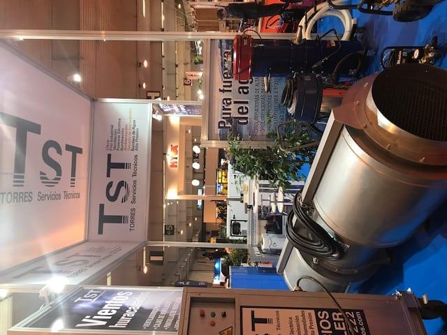 Exposición de maquinaria en SMOPYC