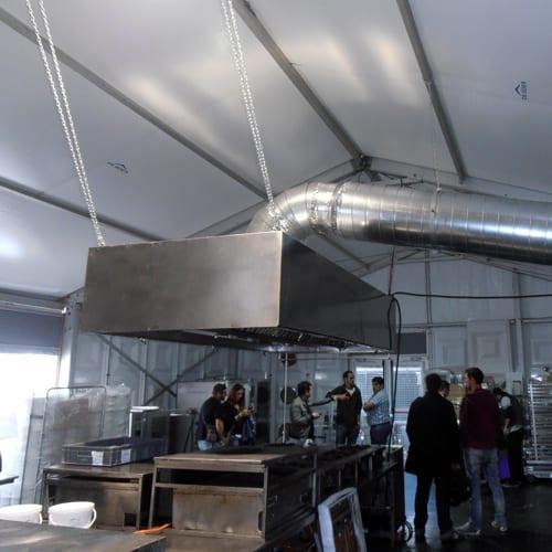 Campana extractora de humos en cocinas para eventos
